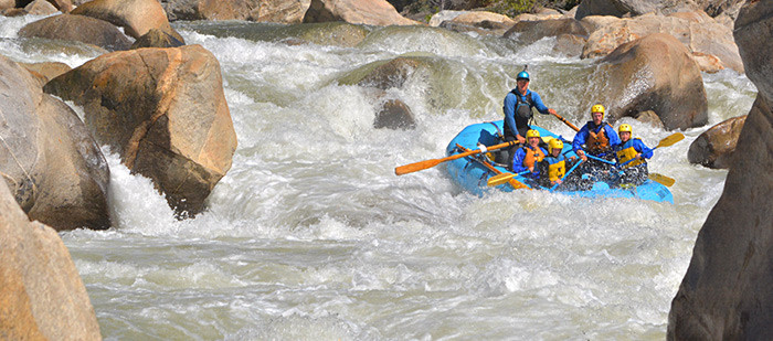 Rafters navigate Lewis' Leap on Cherry Creek